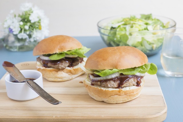 Sweet & Tangy Pork Burger with Barbecue Sauce & Summer Squash Salad